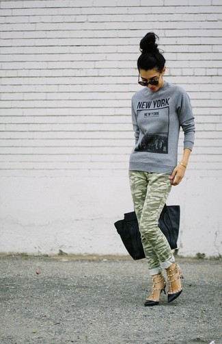 How to wear: black leather tote bag, black studded leather pumps, olive camouflage skinny jeans, grey print crew-neck sweater