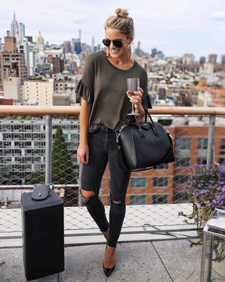 How to wear: black leather tote bag, black leather pumps, black ripped skinny jeans, charcoal crew-neck t-shirt