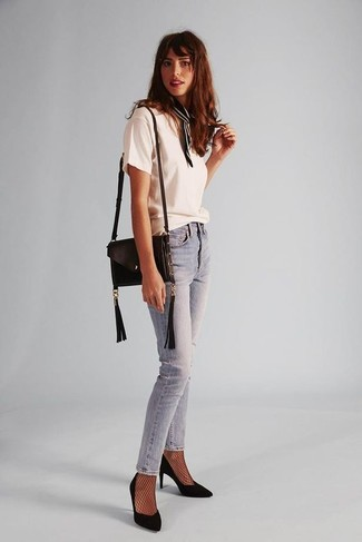 How to wear: black leather crossbody bag, black suede pumps, light blue skinny jeans, white crew-neck t-shirt