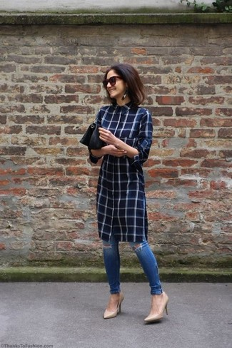 How to wear: black leather clutch, beige leather pumps, blue ripped skinny jeans, navy check shirtdress