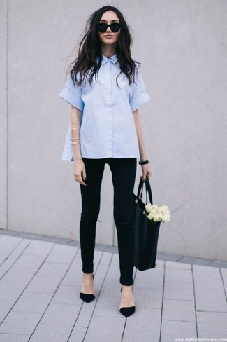 How to wear: black leather tote bag, black suede pumps, black ripped skinny jeans, light blue short sleeve button down shirt