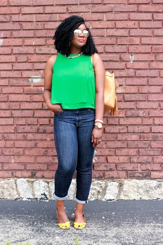 How to wear: tan leather bucket bag, yellow leather pumps, navy skinny jeans, green sleeveless top