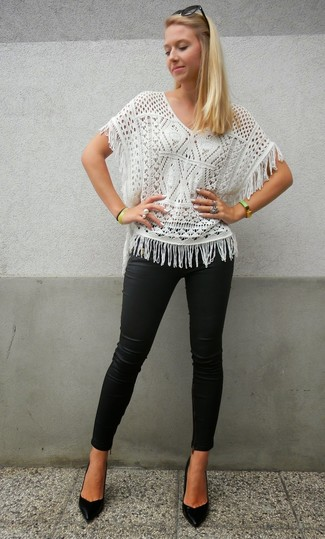How to wear: black sunglasses, black leather pumps, black leather skinny pants, white knit short sleeve blouse