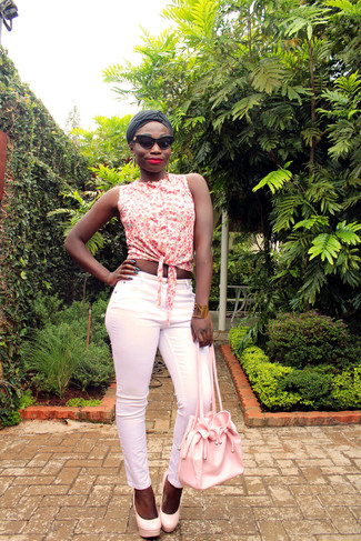 How to wear: pink leather bucket bag, pink leather pumps, pink skinny pants, white floral sleeveless button down shirt