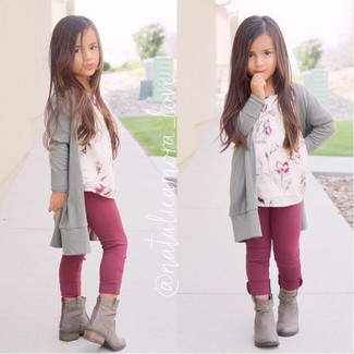 How to wear: grey boots, purple leggings, beige floral t-shirt, grey cardigan