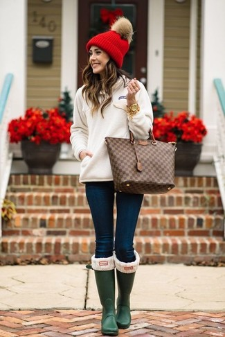 How to wear: dark brown check leather tote bag, dark green rain boots, navy skinny jeans, white sweatshirt