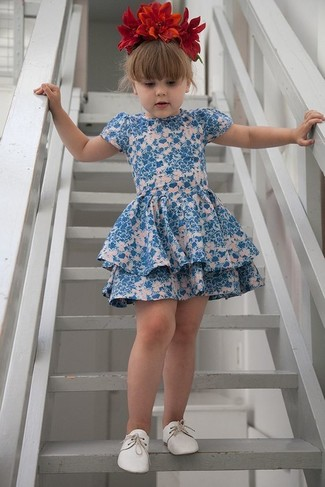 How to wear: red floral headband, white oxford shoes, blue floral dress