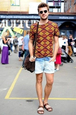 How to wear: dark brown suede messenger bag, dark brown leather sandals, light blue denim shorts, mustard print crew-neck t-shirt