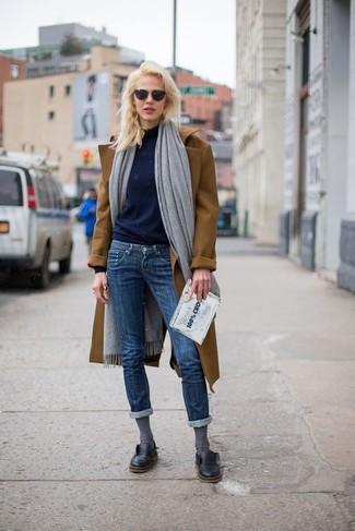 How to wear: grey shawl, brown coat, navy turtleneck, navy skinny jeans