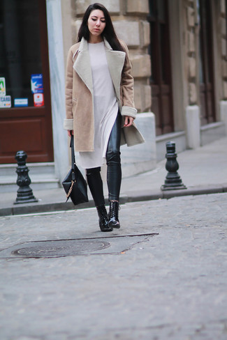 A tan shearling coat with black leather leggings has become an essential pairing for many style-conscious girls. A pair of black leather lace-up ankle boots will add some real flair to this getup. Yep, it is indeed possible to survive below-freezing temps without looking like a bundled mess.
