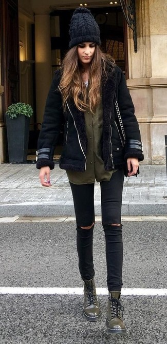 A black shearling jacket and black ripped skinny jeans is a good combination worth integrating into your wardrobe. Mix things up by wearing olive green leather flat boots.