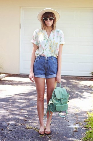 How to wear: white floral short sleeve blouse, blue denim shorts, brown leather ballerina shoes, mint leather backpack