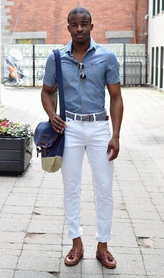 How to wear: light blue chambray short sleeve shirt, white skinny jeans, brown leather tassel loafers, navy canvas messenger bag