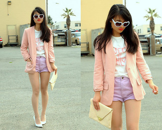 How to wear: white leather pumps, light violet denim shorts, white and pink print crew-neck t-shirt, pink blazer
