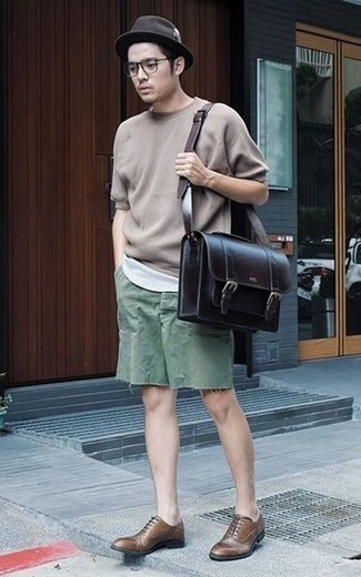 How to Wear a Black Leather Briefcase: Reach for a tan crew-neck t-shirt and a black leather briefcase for head-to-toe comfort dressing. Why not take a classic approach with footwear and complete your look with a pair of brown leather oxford shoes?