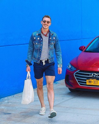 How to wear: beige low top sneakers, navy shorts, white and navy horizontal striped crew-neck t-shirt, blue denim jacket