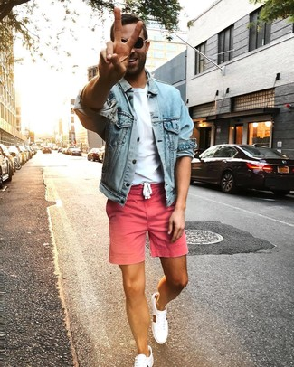 How to wear: white low top sneakers, pink shorts, white crew-neck t-shirt, light blue denim jacket