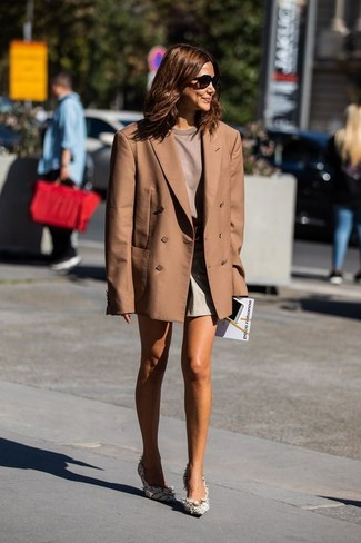 How to wear: white tweed pumps, beige shorts, brown crew-neck t-shirt, brown double breasted blazer