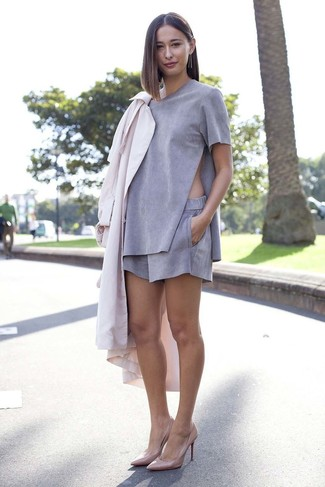 How to wear: pink leather pumps, grey suede shorts, grey suede crew-neck t-shirt, pink duster coat