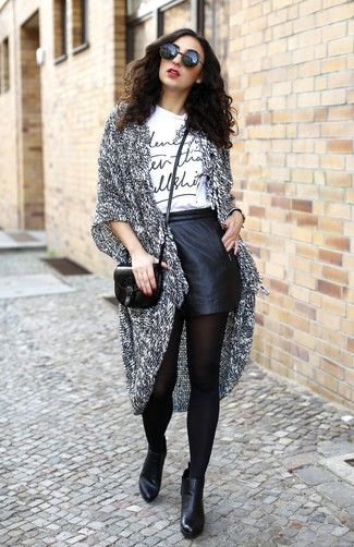 How to Wear Black Leather Shorts For Women: This seriously stylish getup is super simple: a grey knit open cardigan and black leather shorts. For a more refined feel, why not complete this look with a pair of black leather ankle boots?