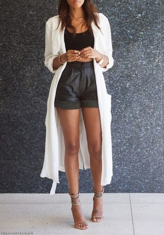 How to wear: beige leather heeled sandals, black leather shorts, black cropped top, white lightweight trenchcoat