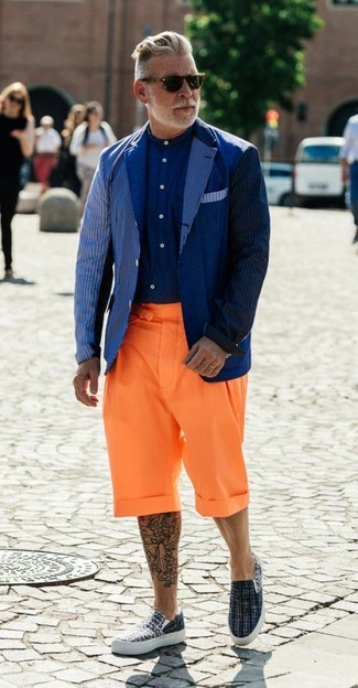 How to wear: grey canvas slip-on sneakers, orange shorts, navy dress shirt, navy vertical striped blazer