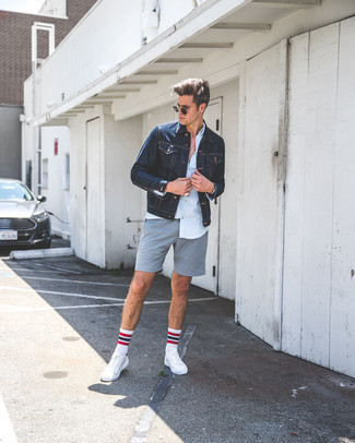 How to wear: white leather low top sneakers, grey shorts, light blue dress shirt, navy denim jacket