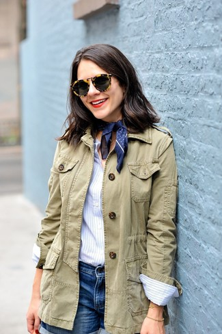 How to Wear Blue Denim Shorts For Women: An olive military jacket looks so nice when combined with blue denim shorts in an off-duty ensemble.