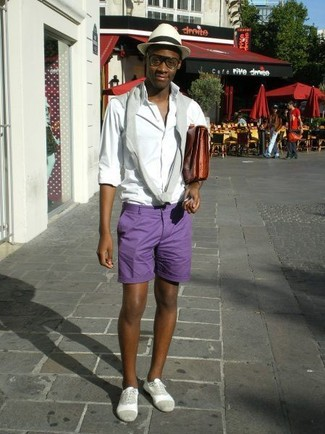 How to wear: grey suede oxford shoes, violet shorts, white long sleeve shirt, grey crew-neck sweater
