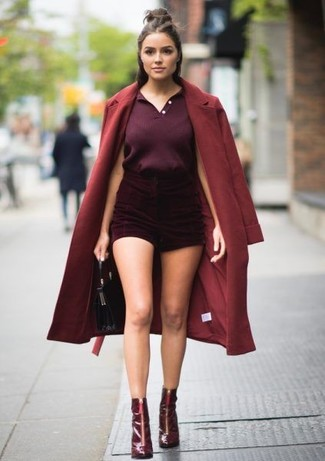 How to Wear a Polo For Women: A polo and burgundy velvet shorts are great essentials that will integrate nicely within your current routine. Give this ensemble an added touch of chic by rounding off with burgundy leather ankle boots.