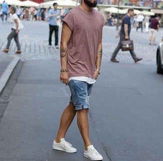 How to wear: white leather low top sneakers, blue ripped denim shorts, white tank, pink crew-neck t-shirt