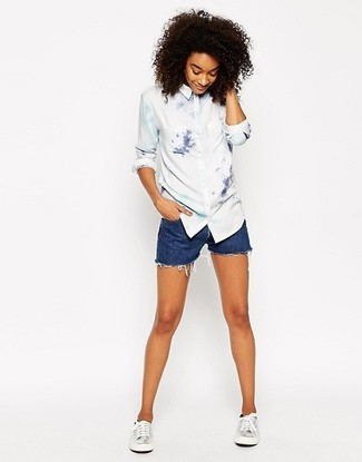 How to Wear Blue Denim Shorts For Women: This laid-back combo of a white tie-dye dress shirt and blue denim shorts is a never-failing option when you need to look chic but have zero time. Complement your outfit with a pair of silver leather low top sneakers to shake things up.