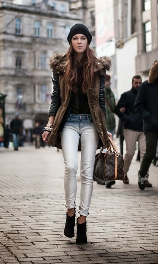 How to wear: black suede ankle boots, white skinny jeans, olive button down blouse, brown parka