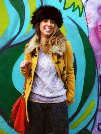 How to Wear a Fur Hat For Women: Putting together a mustard fur collar coat with a fur hat is an awesome choice for an off-duty look.