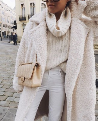How to Wear a Beige Quilted Leather Crossbody Bag: For relaxed dressing with a twist, you can easily go for a white fleece coat and a beige quilted leather crossbody bag.