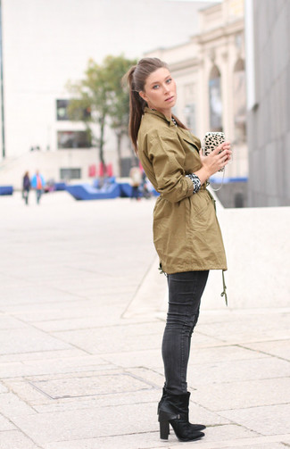 How to wear: black leather ankle boots, charcoal skinny jeans, white and black leopard crew-neck sweater, olive anorak