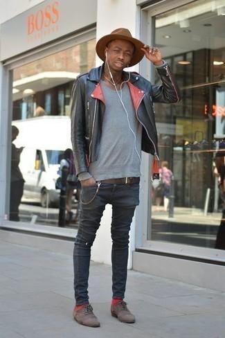 How to wear: dark brown suede oxford shoes, black skinny jeans, grey crew-neck sweater, black leather biker jacket