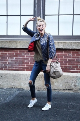 How to wear: white low top sneakers, blue ripped skinny jeans, olive crew-neck sweater, navy quilted bomber jacket