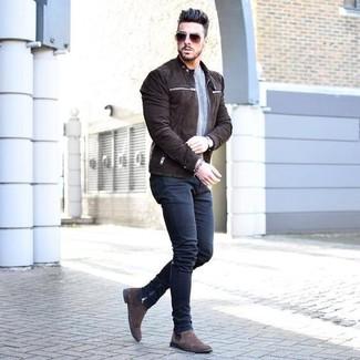 How to wear: dark brown suede chelsea boots, navy skinny jeans, grey crew-neck sweater, dark brown suede bomber jacket