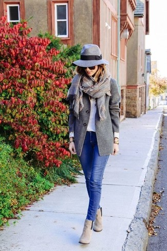 How to wear: grey suede ankle boots, blue skinny jeans, white horizontal striped crew-neck sweater, grey coat