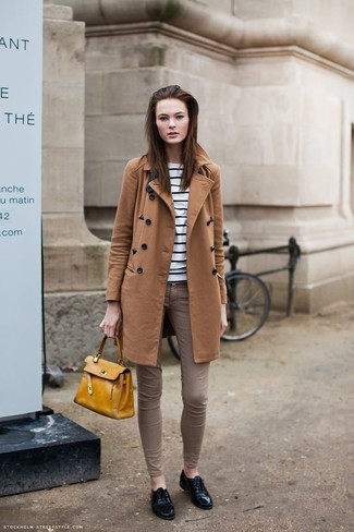 How to wear: black leather oxford shoes, brown skinny jeans, white and black horizontal striped crew-neck sweater, tobacco coat