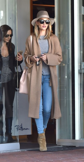 How to wear: olive suede ankle boots, light blue skinny jeans, grey crew-neck sweater, camel knit coat