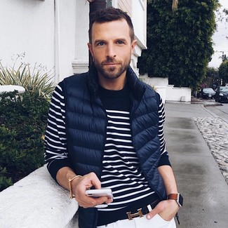How to wear: black leather belt, white skinny jeans, navy and white horizontal striped crew-neck sweater, navy quilted gilet