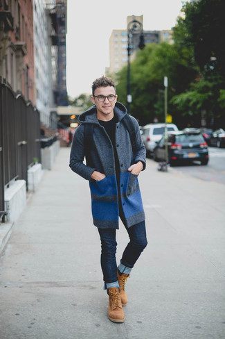 How to wear: tan suede work boots, navy skinny jeans, black crew-neck sweater, charcoal overcoat