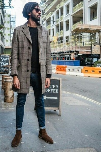 How to wear: dark brown suede chelsea boots, navy skinny jeans, black crew-neck sweater, grey check overcoat
