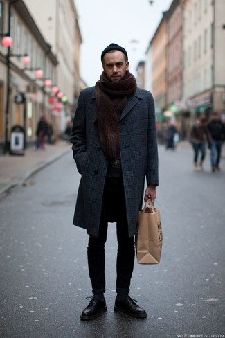 How to Wear a Charcoal Plaid Overcoat: Extra stylish, this off-duty combination of a charcoal plaid overcoat and black skinny jeans will provide you with variety. Dial up the style factor of your outfit by finishing off with a pair of black leather derby shoes.