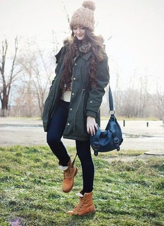 How to wear: tan leather lace-up flat boots, navy skinny jeans, beige crew-neck sweater, dark green parka