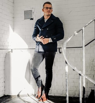How to wear: brown leather brogue boots, black skinny jeans, grey crew-neck sweater, navy pea coat