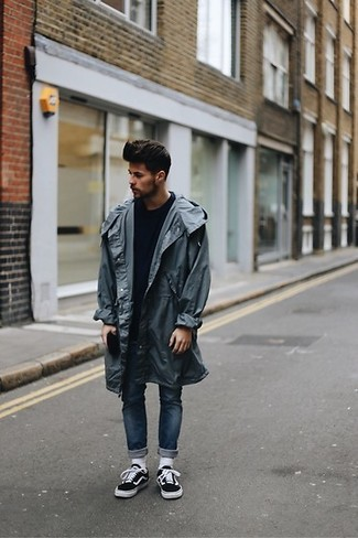 How to wear: black and white canvas low top sneakers, navy skinny jeans, navy crew-neck sweater, charcoal raincoat