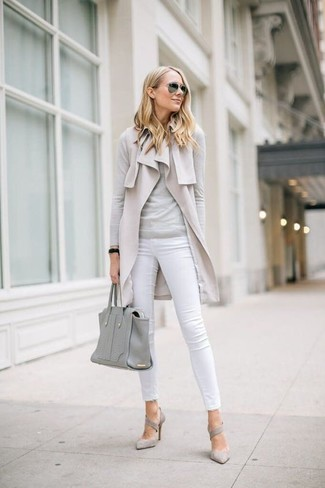 How to wear: grey suede pumps, white skinny jeans, grey crew-neck sweater, beige sleeveless coat